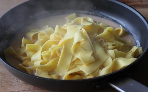 Preparazione Pappardelle con salsa di capesante allo zafferano - Fase 3