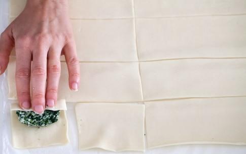 Preparazione Rustici con pasta sfoglia, spinaci e mozzarella - Fase 4