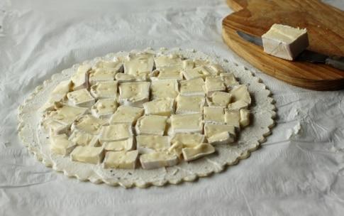 Preparazione Torta salata con erba cipollina e brie  - Fase 3