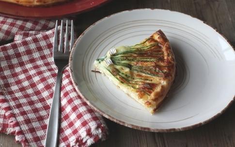 Preparazione Torta salata con erba cipollina e brie  - Fase 6