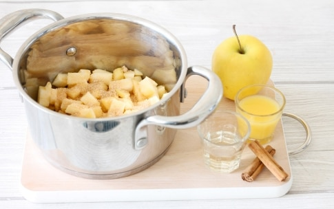 Preparazione Chutney di mele e frutti rossi - Fase 1