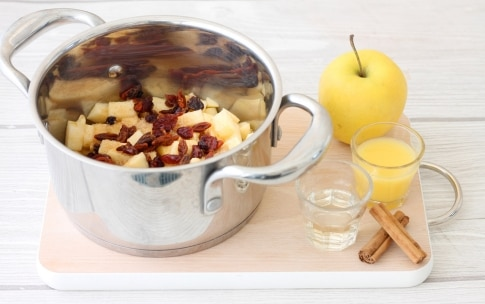 Preparazione Chutney di mele e frutti rossi - Fase 2