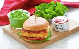 Fish Burger con pomodoro e erbe aromatiche