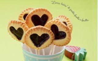Pie pops ai frutti di bosco