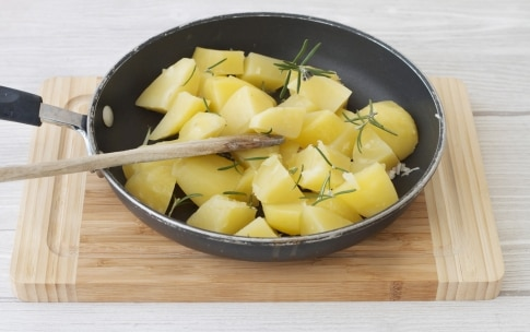 Preparazione Purè di patate con scalogno, rosmarino e chips croccanti - Fase 3