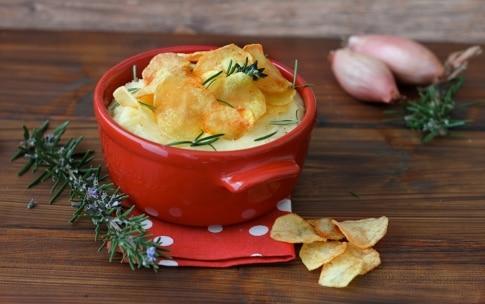 Preparazione Purè di patate con scalogno, rosmarino e chips croccanti - Fase 7