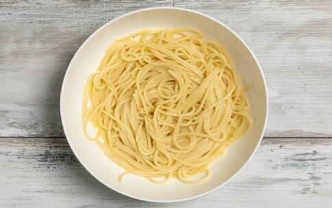 Preparazione Spaghetti olio, limone, bottarga e ragusano - Fase 2
