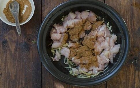 Preparazione Tajine di pollo speziato con cous cous ai ceci, uvetta ed erbette - Fase 2