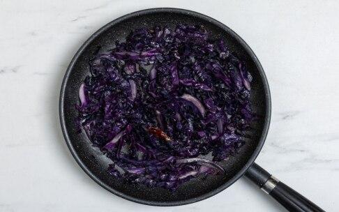 Preparazione Torta salata al cavolo rosso e gorgonzola con frolla all'olio d'oliva - Fase 1