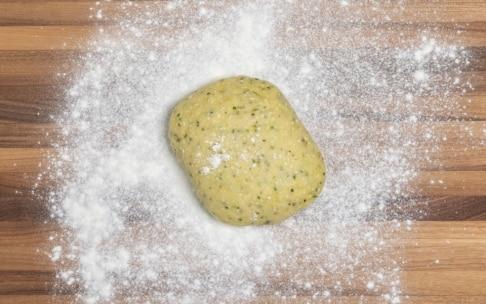 Preparazione Torta salata al cavolo rosso e gorgonzola con frolla all'olio d'oliva - Fase 2