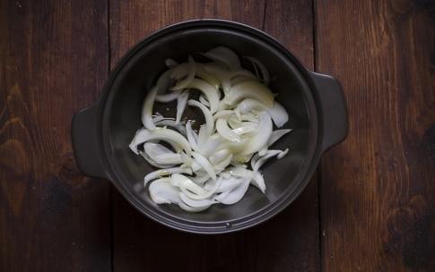 Preparazione Zuppa speziata di zucca e carote con feta, miele e pistacchi - Fase 2