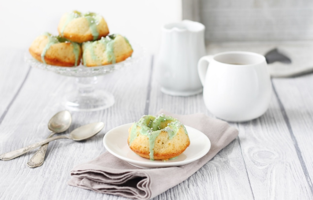 Ciambelline alle mandorle con glassa al tè matcha