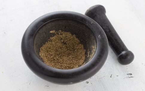 Preparazione Insalata con melagrana e cachi mela - Fase 2