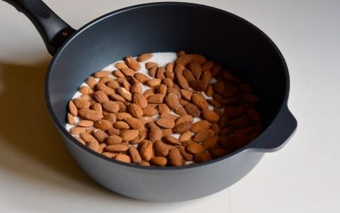 Preparazione Mandorle caramellate - Fase 2