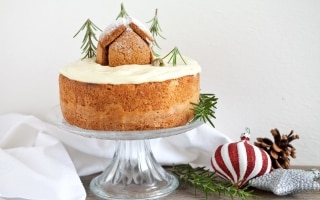 Naked cake con frosting al cioccolato bianco...