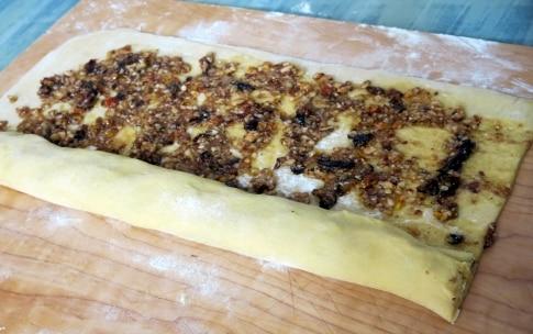 Preparazione Torta di rose con miele e frutta secca - Fase 3