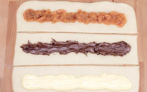 Preparazione Treccia dolce con crema pasticcera e crema di nocciole  - Fase 3