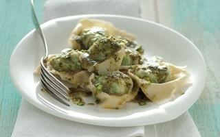 Ravioli di pesce con erbe, pistacchi e timo