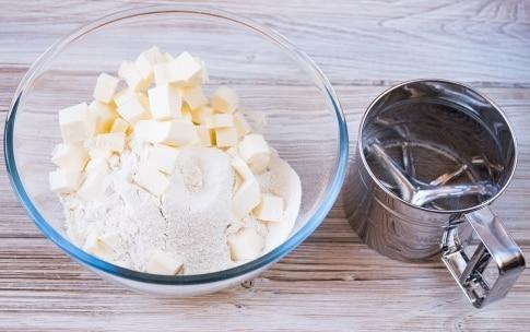 Preparazione Torta meringata alle nocciole e cioccolato - Fase 1
