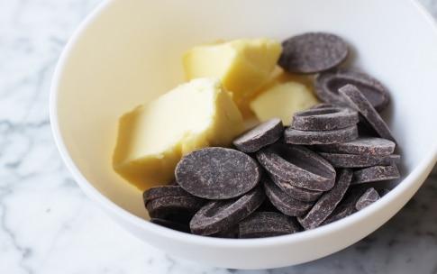 Preparazione Brownies con nocciole e noci di macadamia - Fase 1