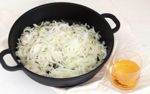 Preparazione Paccheri ripieni di soupe à l'oignon, parmigiano e pane fritto - Fase 1
