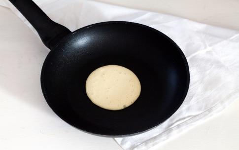Preparazione Pancake salati al salmone - Fase 3