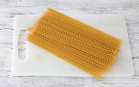 Preparazione Spaghetti fritti con zucchine, mozzarella e pesto - Fase 1