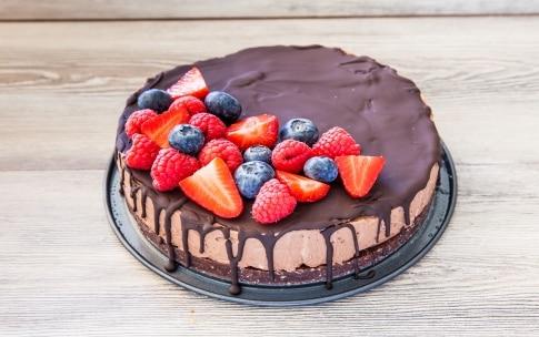 Preparazione Cheesecake al cioccolato con frutti rossi - Fase 4