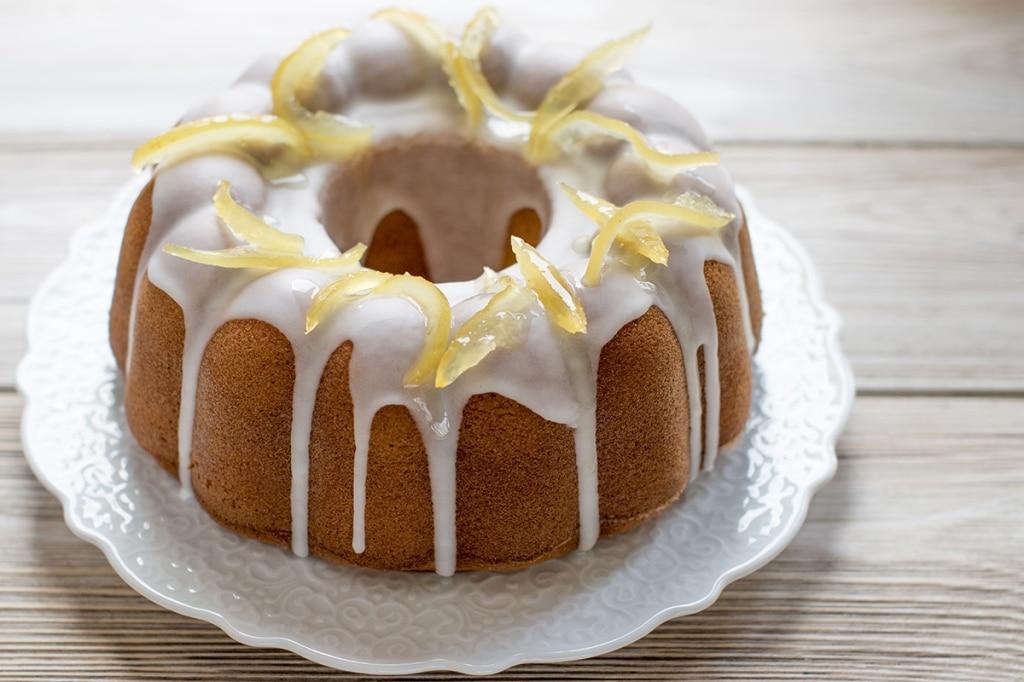 Ciambellone con glassa al limone