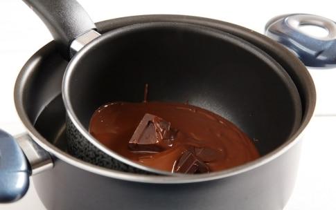 Preparazione Coni di cioccolato e frutta fresca - Fase 1