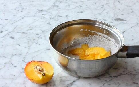 Preparazione Frozen yogurt con mirtilli e pesche - Fase 3