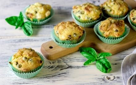 Muffin salati piselli e salsiccia