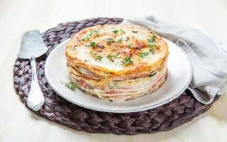 Torta di crepes salata con prosciutto e...