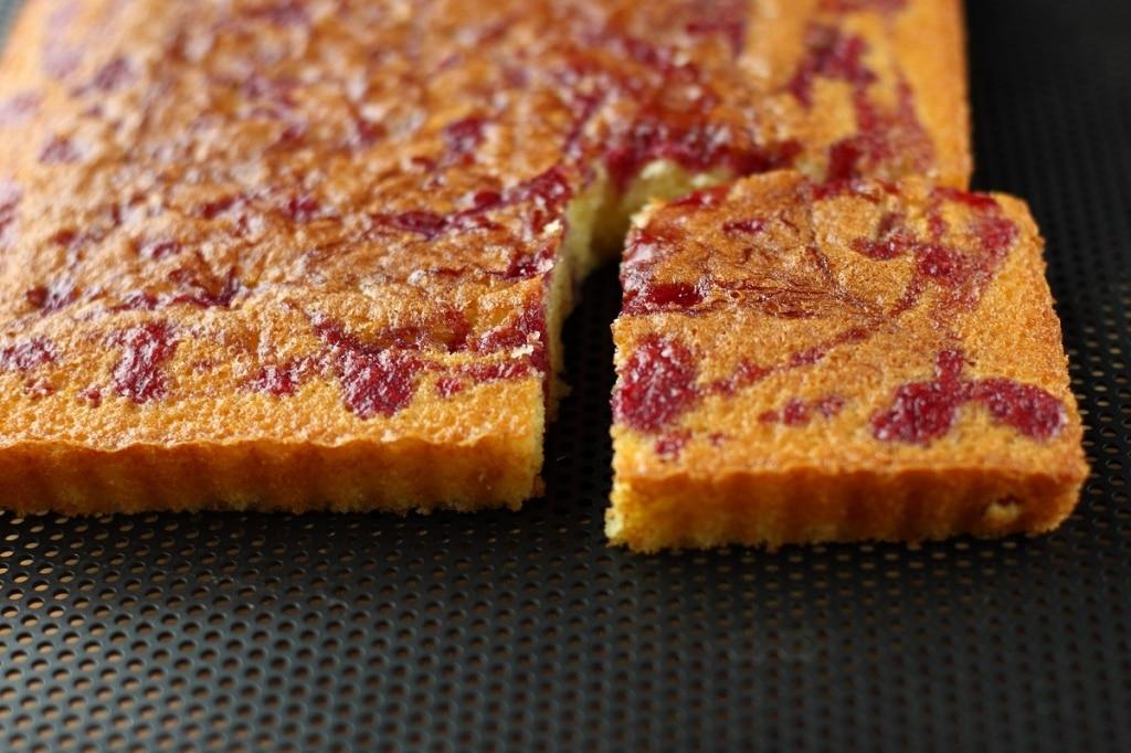 torta variegata ai frutti di bosco