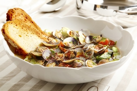 Zuppa di vongole, zucchine e zafferano