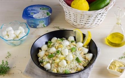 Insalata di riso basmati con avocado e mozzarelline