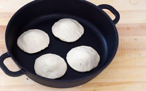 Preparazione Pizzette in padella - Fase 4