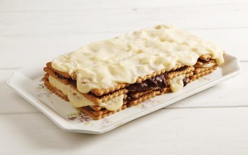 Preparazione Torta con biscotti secchi e crema pasticcera - Fase 4