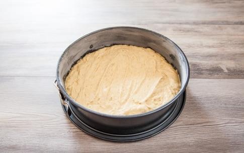 Preparazione Torta di pesche e formaggio - Fase 3