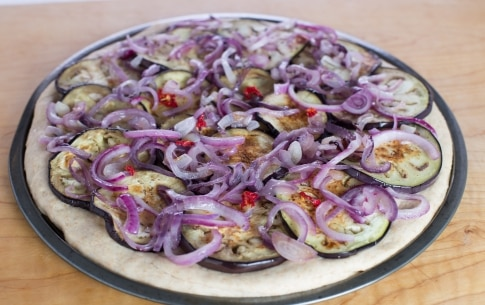 Preparazione Focaccia con cipolle, melanzane e rosmarino - Fase 3
