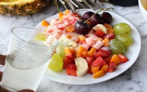 Preparazione Macedonia di frutta nell'ananas - Fase 2