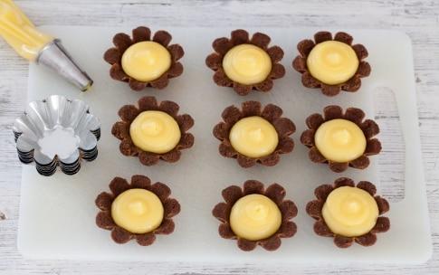 Preparazione Mini cestini di biscotto al cioccolato alla frutta - Fase 2