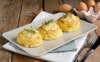 Nidi di patate con uova