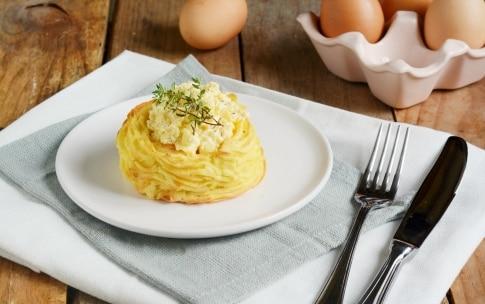 Preparazione Nidi di patate con uova - Fase 4