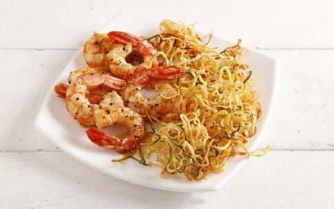 Preparazione Spaghetti di zucchine e patate con gamberi - Fase 3