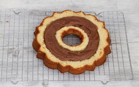 Preparazione Ciambellone ripieno di cioccolato - Fase 5