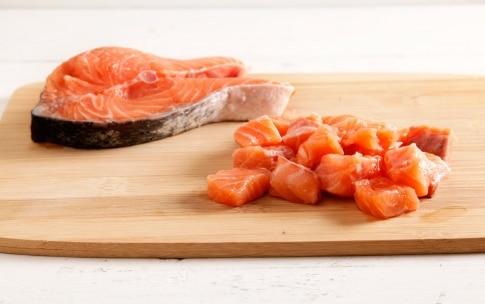 Preparazione Pasta fredda con pesto di avocado e salmone - Fase 4