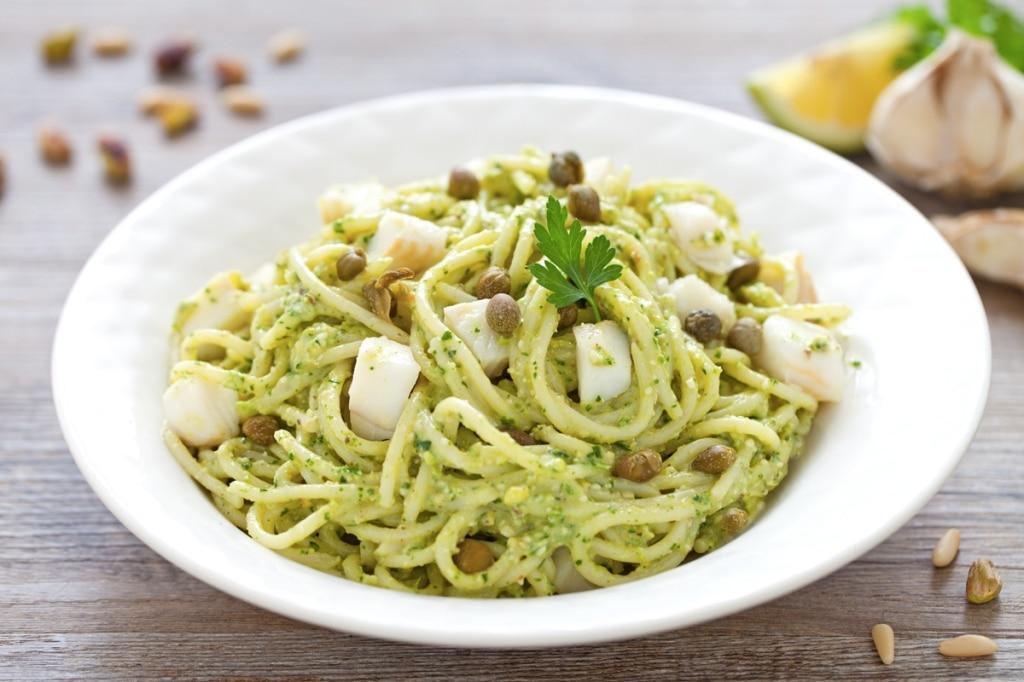 Spaghetti al pesti di prezzemolo e halibut