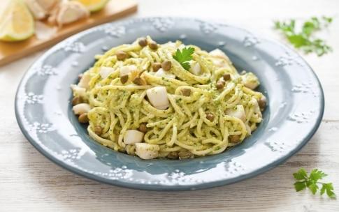 Preparazione Spaghetti al pesto di prezzemolo e halibut - Fase 3