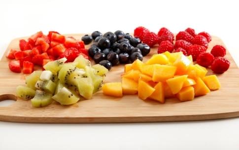 Preparazione Tiramisù con panna e frutta - Fase 1